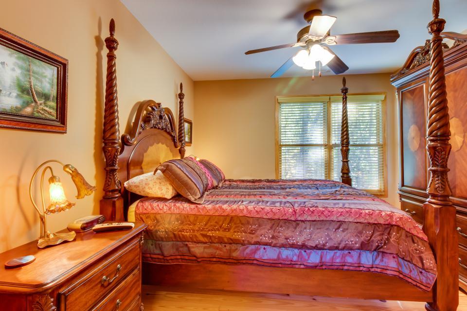 Closer to Heaven Cabin - Talking Rock Vacation Rental - Photo 42