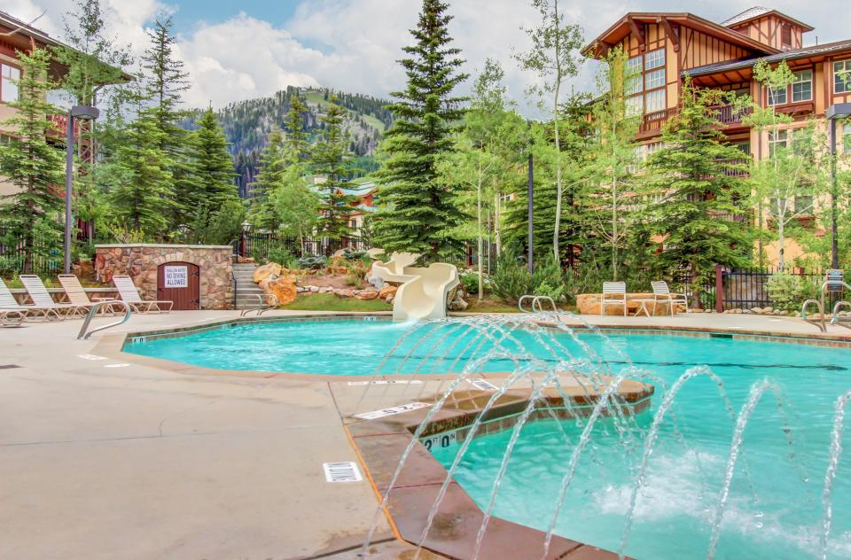Eagle Springs East 107: Lady Fern Suite - Solitude Vacation Rental - Photo 3