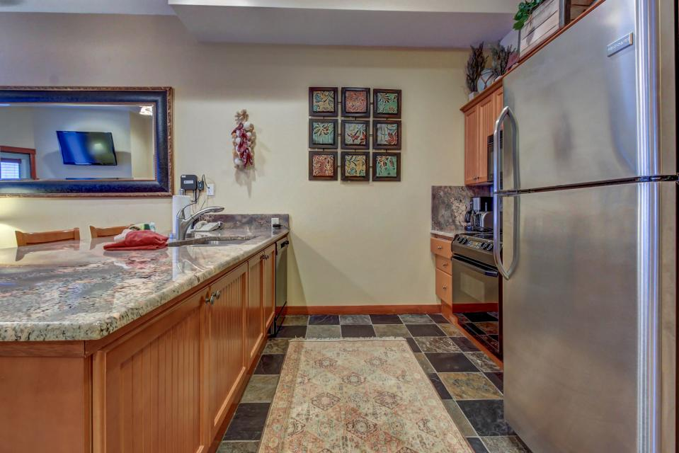 Eagle Springs East 107: Lady Fern Suite - Solitude Vacation Rental - Photo 10