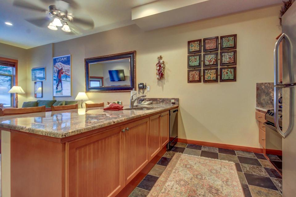 Eagle Springs East 107: Lady Fern Suite - Solitude Vacation Rental - Photo 11