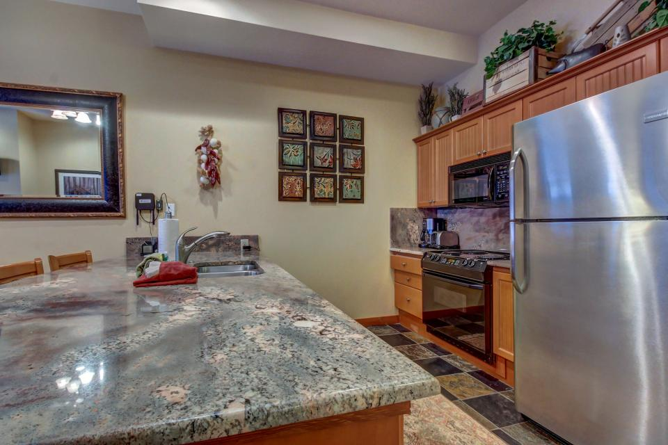 Eagle Springs East 107: Lady Fern Suite - Solitude Vacation Rental - Photo 13