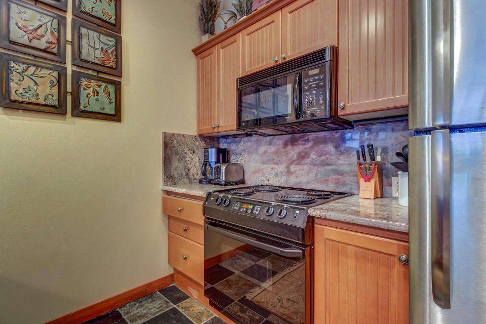 Eagle Springs East 107: Lady Fern Suite - Solitude Vacation Rental - Photo 14