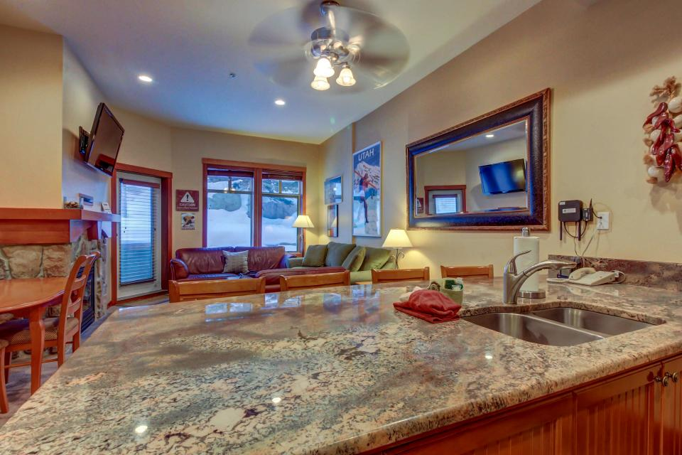 Eagle Springs East 107: Lady Fern Suite - Solitude Vacation Rental - Photo 15