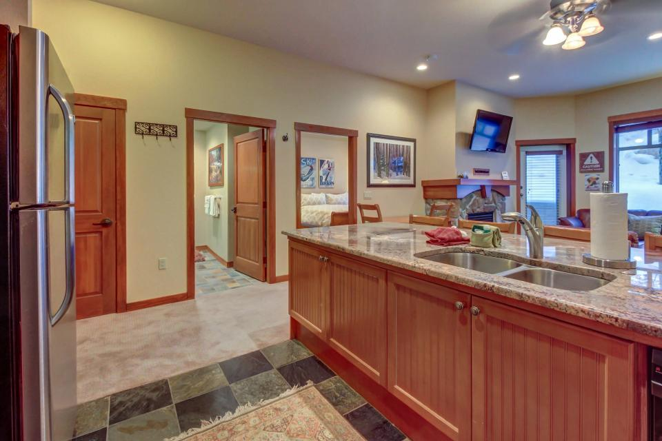 Eagle Springs East 107: Lady Fern Suite - Solitude Vacation Rental - Photo 12
