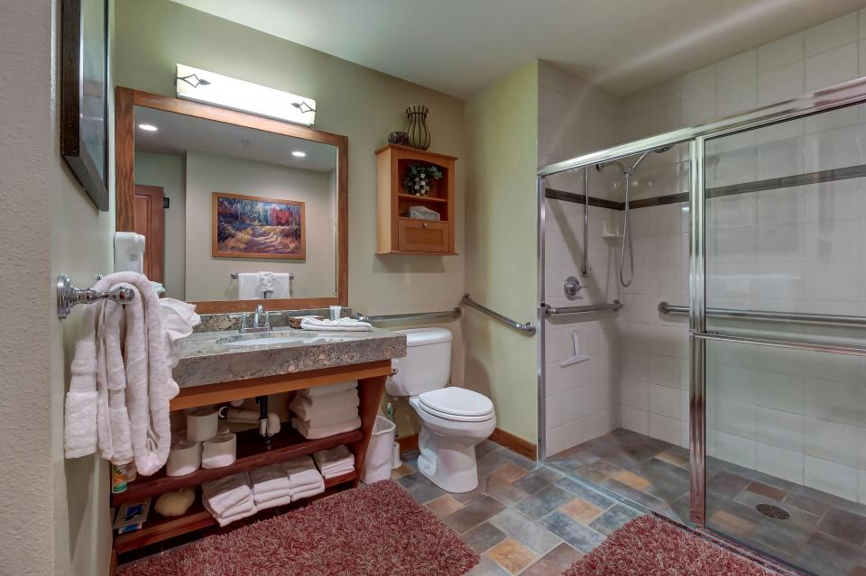 Eagle Springs East 107: Lady Fern Suite - Solitude Vacation Rental - Photo 18