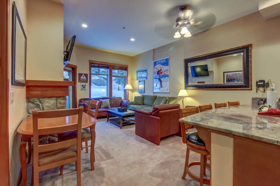 Eagle Springs East 107: Lady Fern Suite - Solitude Vacation Rental - Photo 6