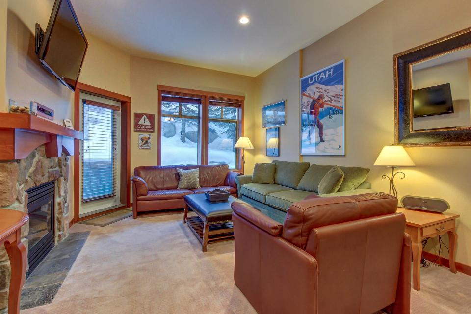 Eagle Springs East 107: Lady Fern Suite - Solitude Vacation Rental - Photo 4