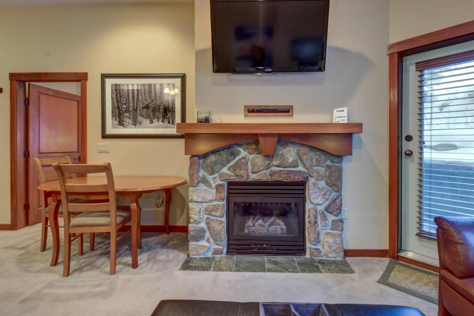 Eagle Springs East 107: Lady Fern Suite - Solitude Vacation Rental - Photo 8