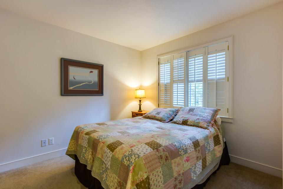 Lakeshore Point (A101) - Harrison Vacation Rental - Photo 18