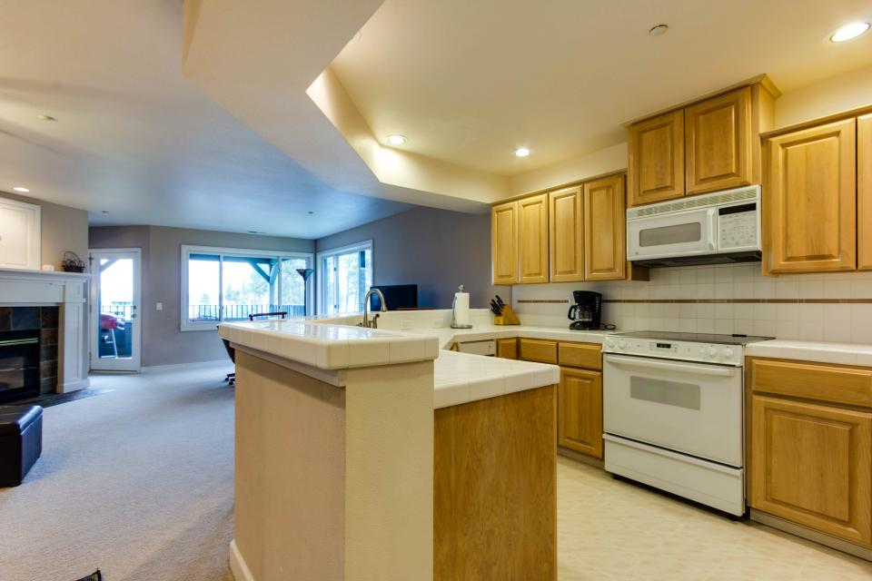Lakeshore Point (A101) - Harrison Vacation Rental - Photo 6