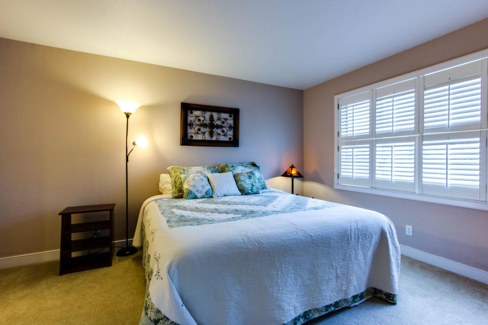 Lakeshore Point (A101) - Harrison Vacation Rental - Photo 14
