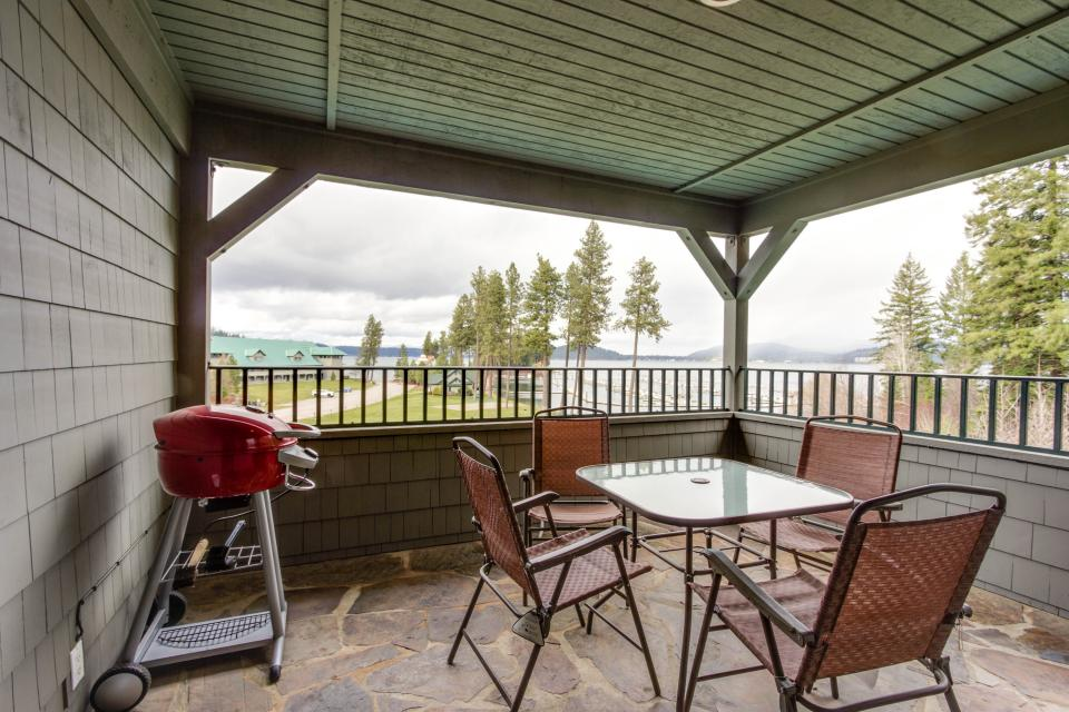 Lakeshore Point (A101) - Harrison Vacation Rental - Photo 2
