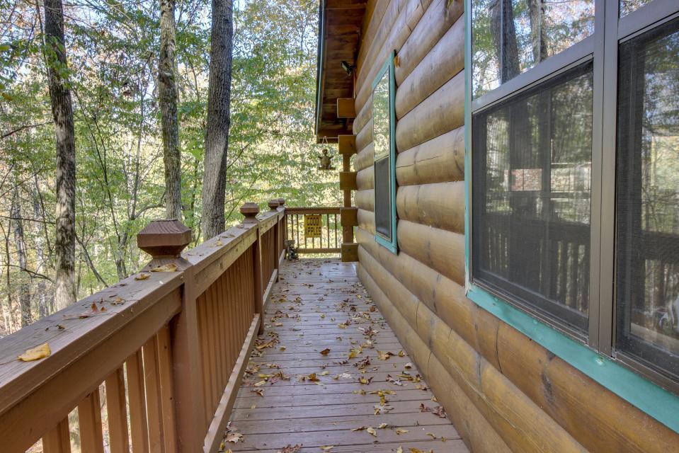 T&M Creek Cabin - Ellijay Vacation Rental - Photo 3