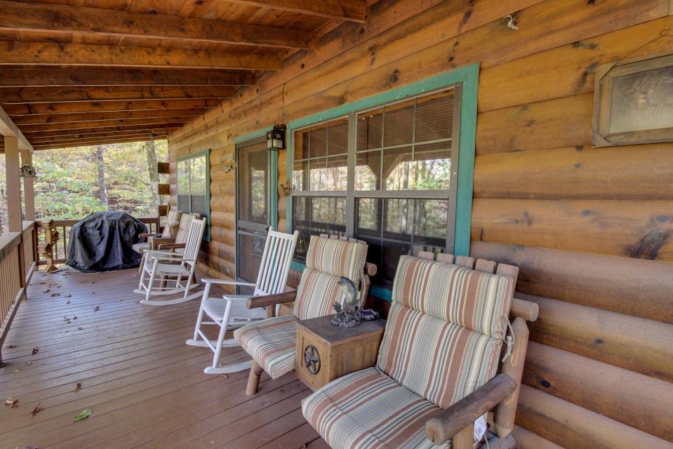 T&M Creek Cabin - Ellijay Vacation Rental - Photo 4
