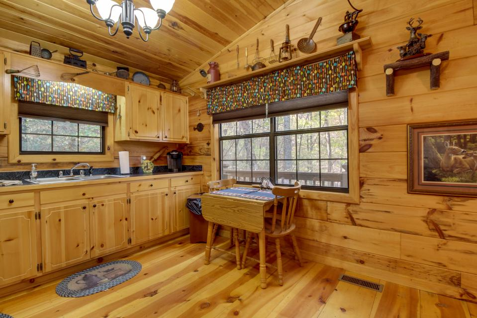 T&M Creek Cabin - Ellijay Vacation Rental - Photo 9