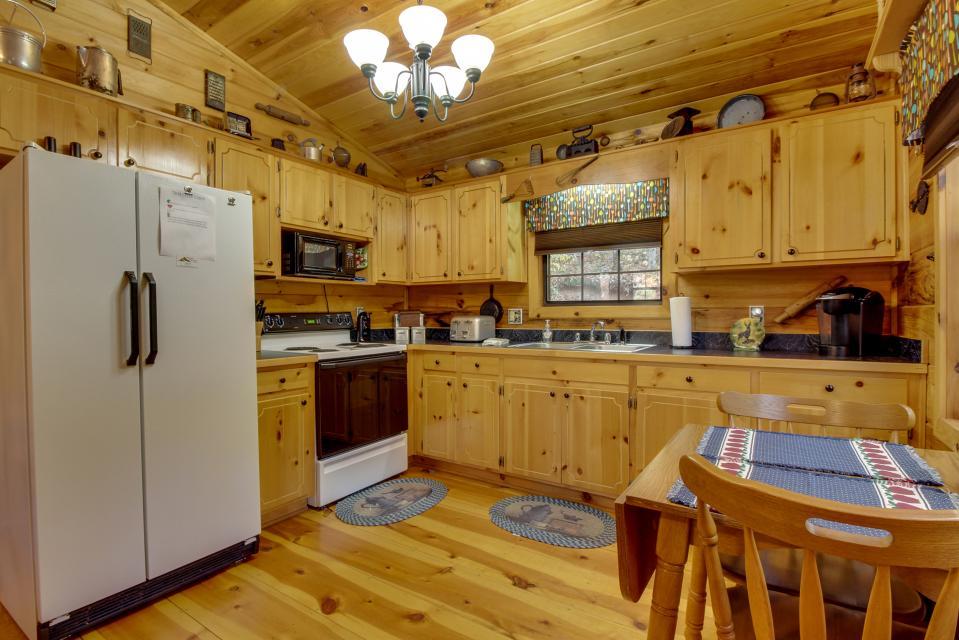 T&M Creek Cabin - Ellijay Vacation Rental - Photo 8