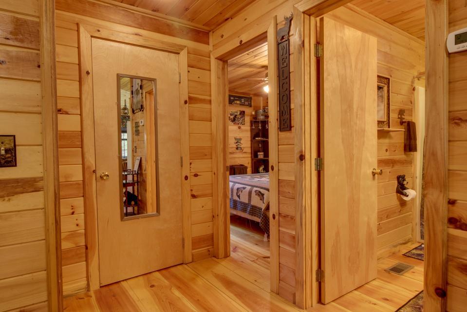 T&M Creek Cabin - Ellijay Vacation Rental - Photo 12