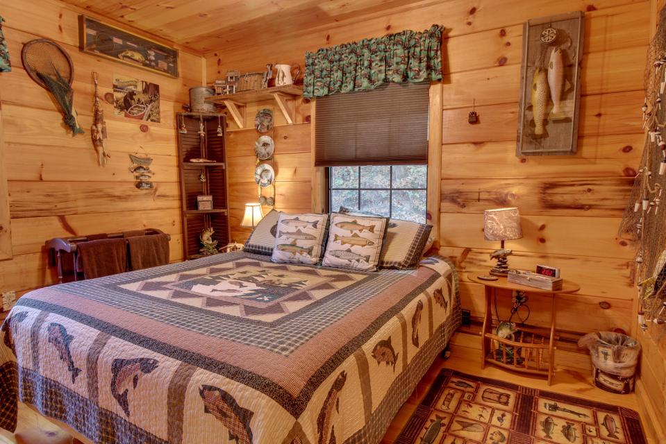 T&M Creek Cabin - Ellijay Vacation Rental - Photo 13