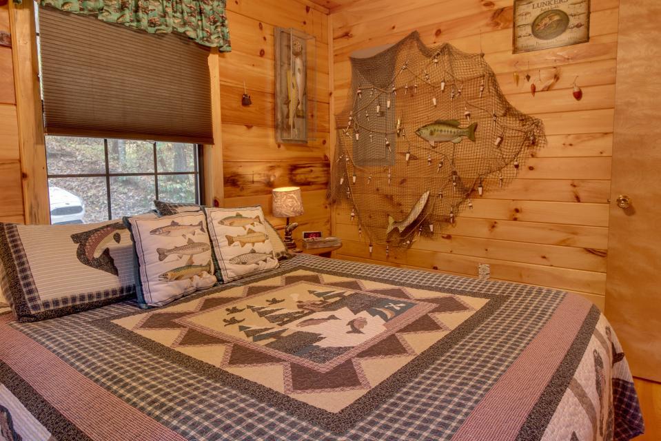 T&M Creek Cabin - Ellijay Vacation Rental - Photo 15