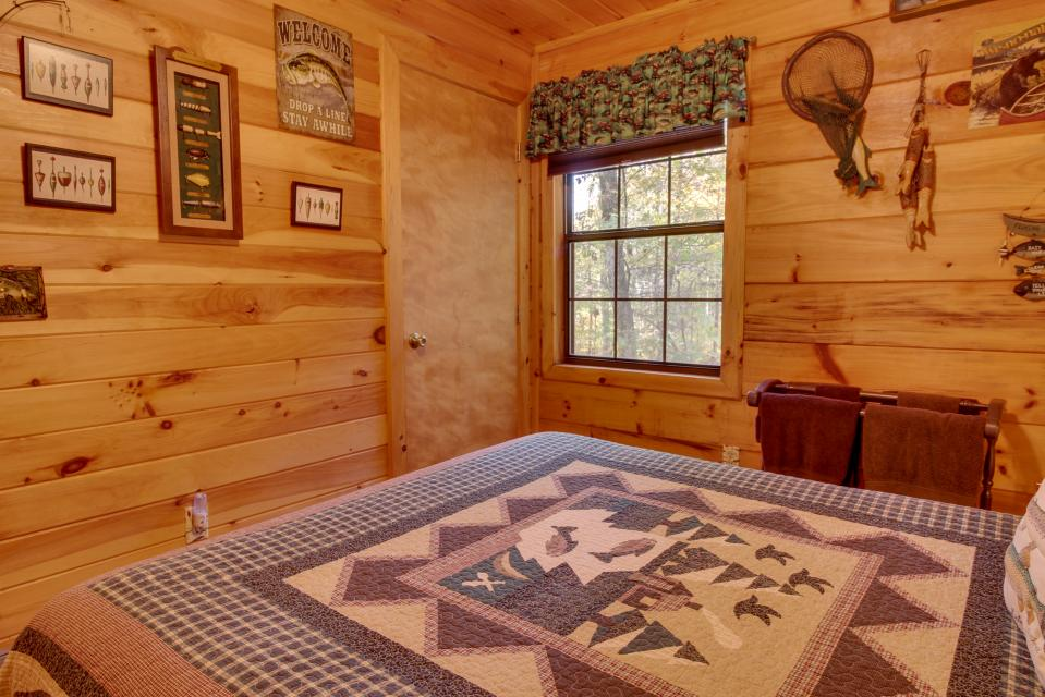 T&M Creek Cabin - Ellijay Vacation Rental - Photo 14