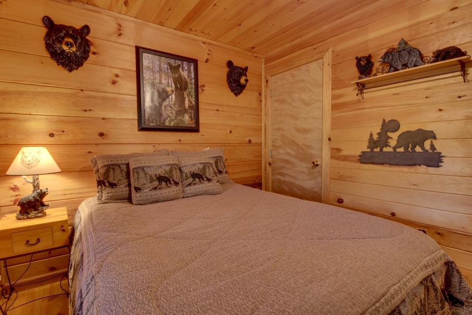 T&M Creek Cabin - Ellijay Vacation Rental - Photo 19
