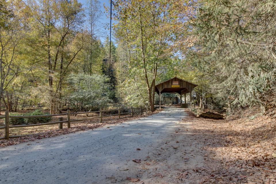 T&M Creek Cabin - Ellijay Vacation Rental - Photo 26