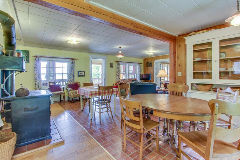Mackinaw Getaway  - Sagle Vacation Rental - Photo 4