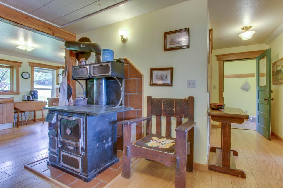 Mackinaw Getaway  - Sagle Vacation Rental - Photo 9