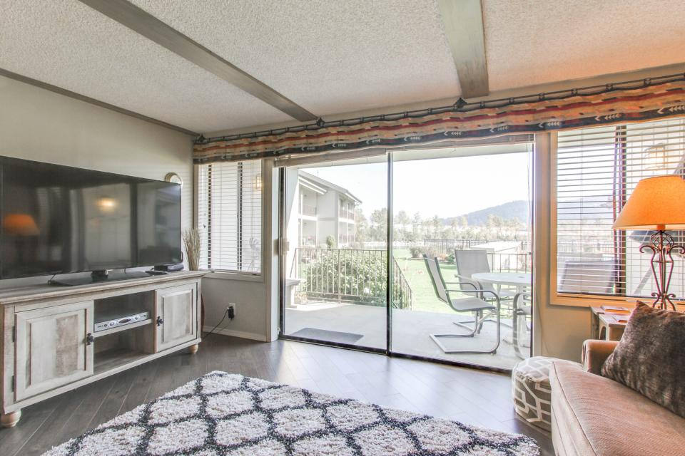 Affordable Waterfront Retreat - Sandpoint Vacation Rental - Photo 8