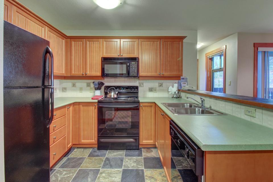 Eagle Springs East 214: Grosbeak Suite - Solitude Vacation Rental - Photo 9