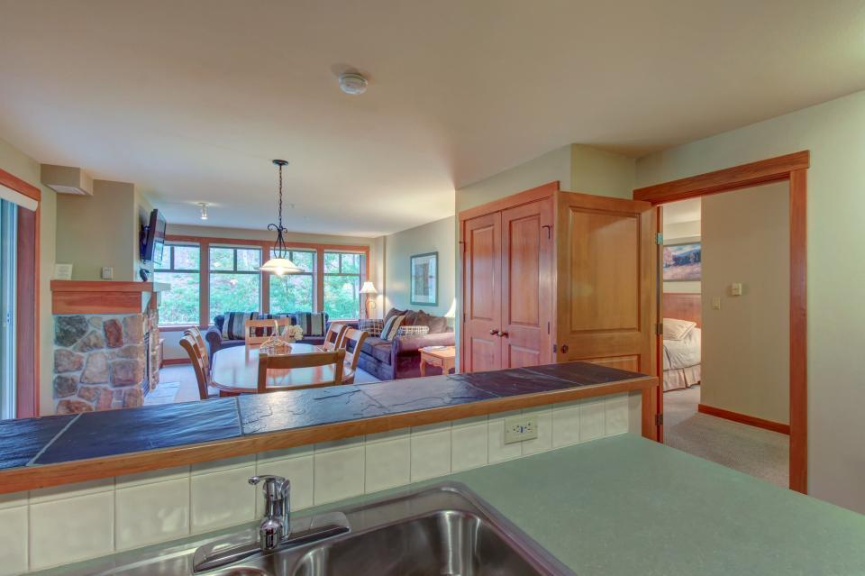Eagle Springs East 214: Grosbeak Suite - Solitude Vacation Rental - Photo 10