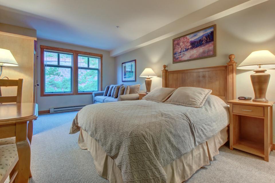 Eagle Springs East 214: Grosbeak Suite - Solitude Vacation Rental - Photo 12