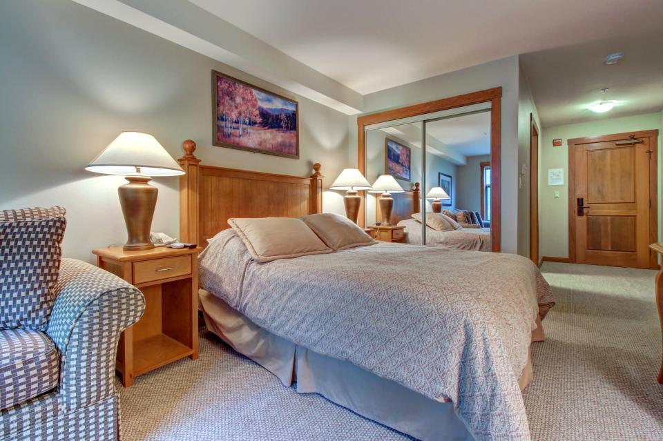 Eagle Springs East 214: Grosbeak Suite - Solitude Vacation Rental - Photo 13