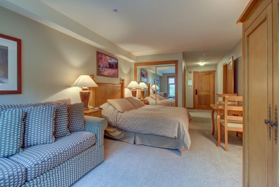 Eagle Springs East 214: Grosbeak Suite - Solitude Vacation Rental - Photo 14