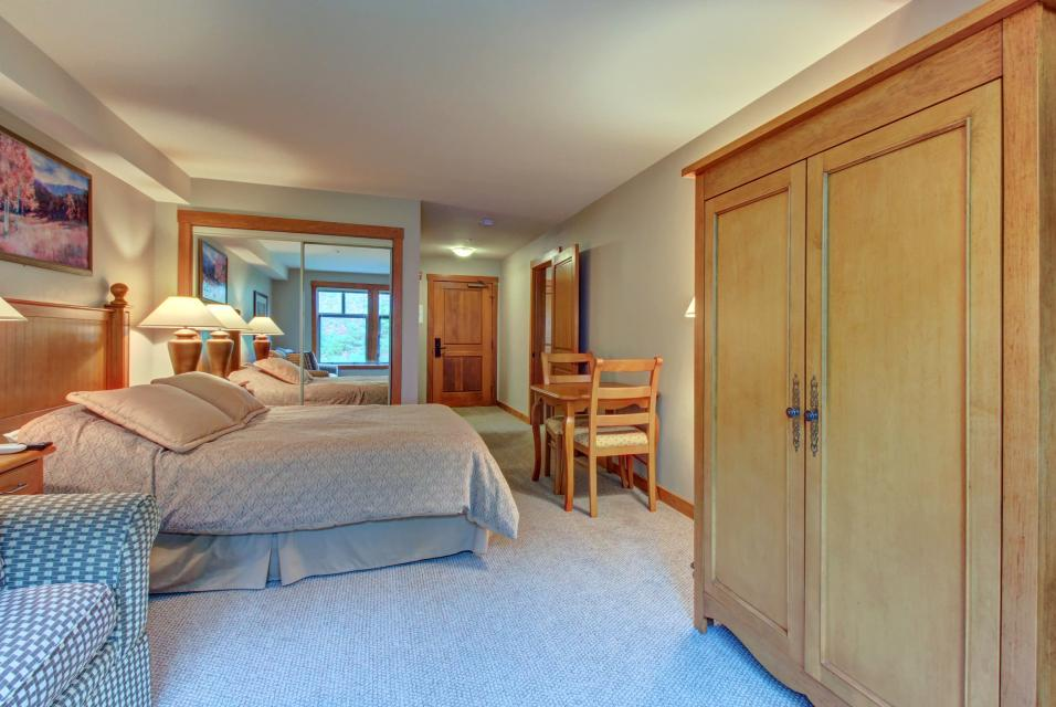 Eagle Springs East 214: Grosbeak Suite - Solitude Vacation Rental - Photo 15