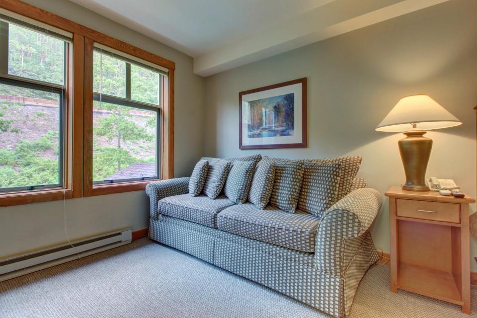 Eagle Springs East 214: Grosbeak Suite - Solitude Vacation Rental - Photo 16