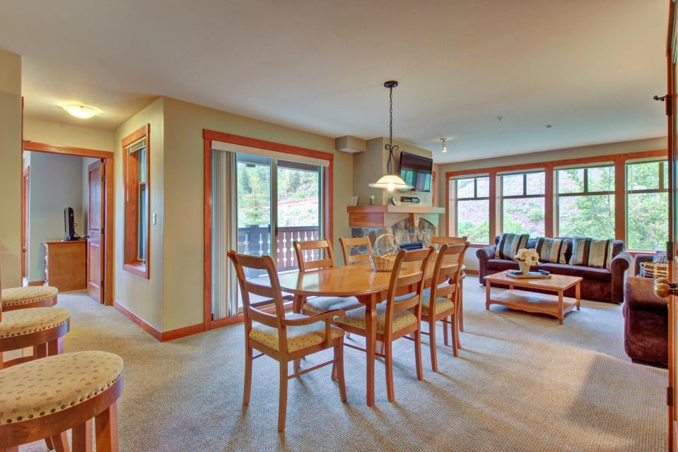 Eagle Springs East 214: Grosbeak Suite - Solitude Vacation Rental - Photo 7
