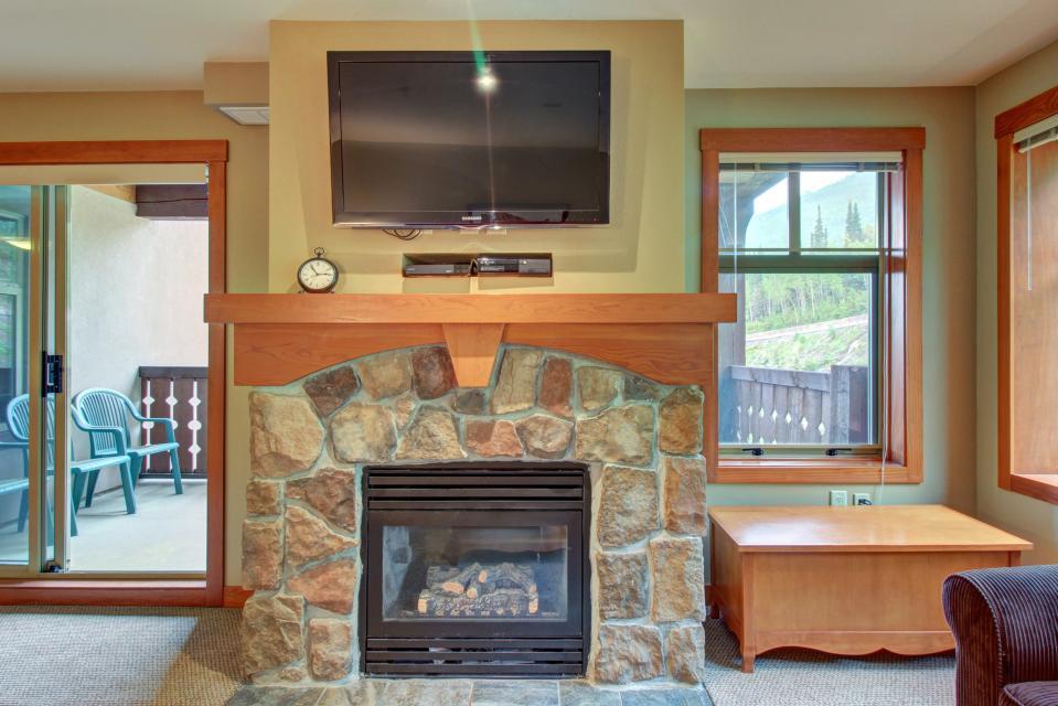 Eagle Springs East 214: Grosbeak Suite - Solitude Vacation Rental - Photo 5