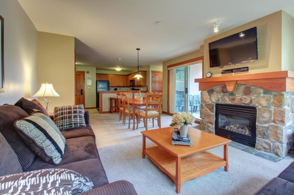Eagle Springs East 214: Grosbeak Suite - Solitude Vacation Rental - Photo 4
