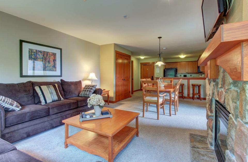 Eagle Springs East 214: Grosbeak Suite - Solitude Vacation Rental - Photo 6