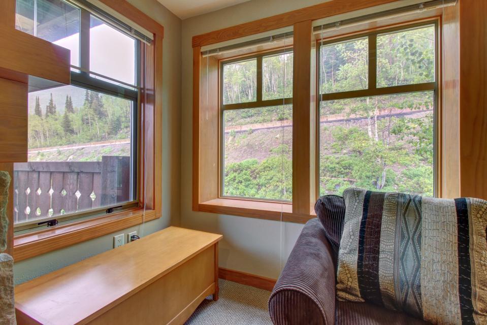 Eagle Springs East 214: Grosbeak Suite - Solitude Vacation Rental - Photo 2