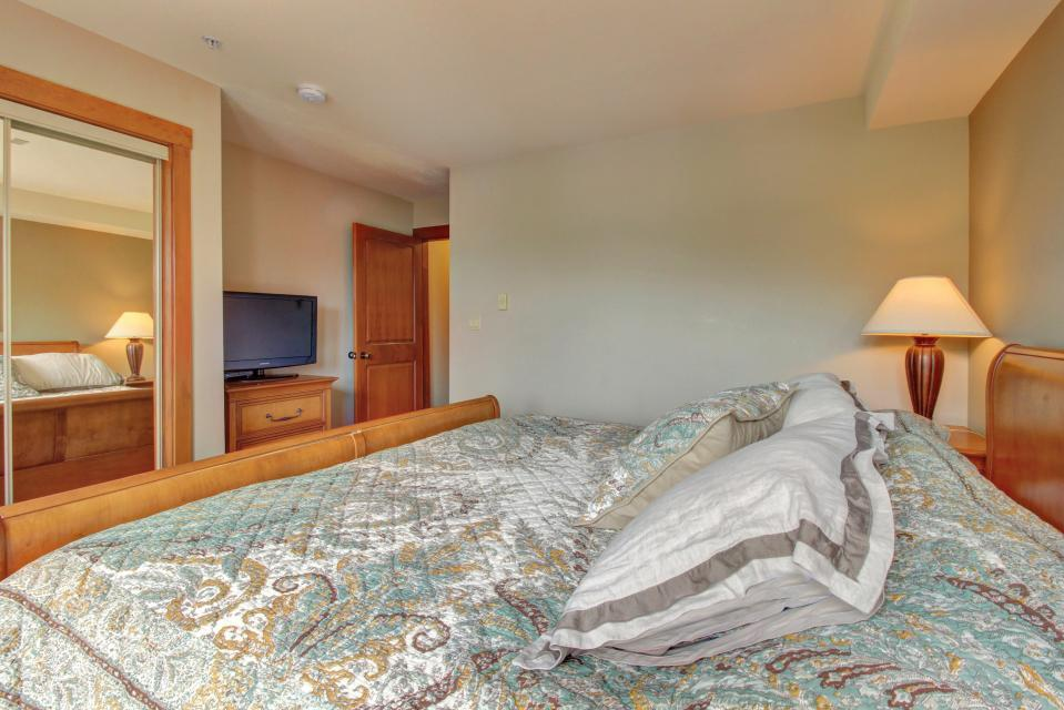 Eagle Springs East 214: Grosbeak Suite - Solitude Vacation Rental - Photo 20