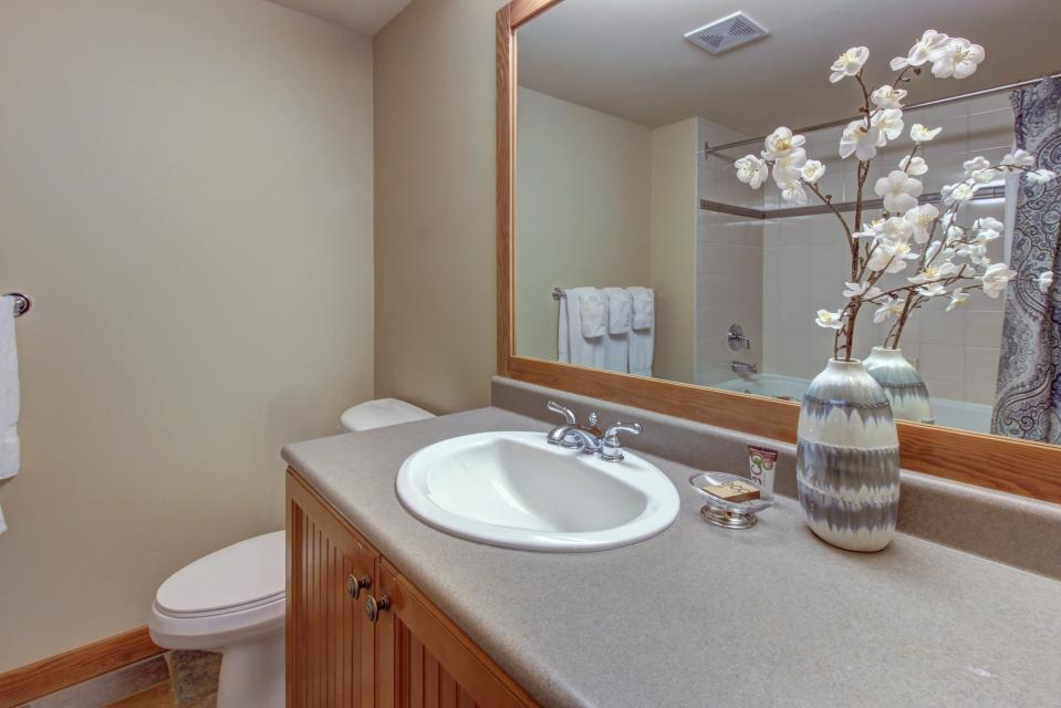 Eagle Springs East 214: Grosbeak Suite - Solitude Vacation Rental - Photo 22