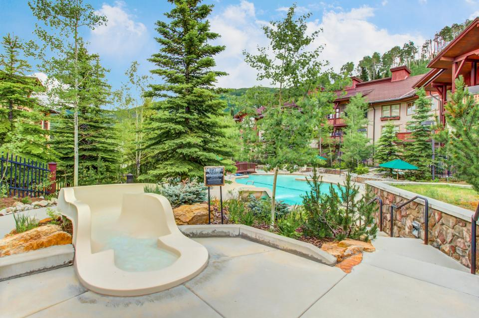 Eagle Springs East 214: Grosbeak Suite - Solitude Vacation Rental - Photo 3