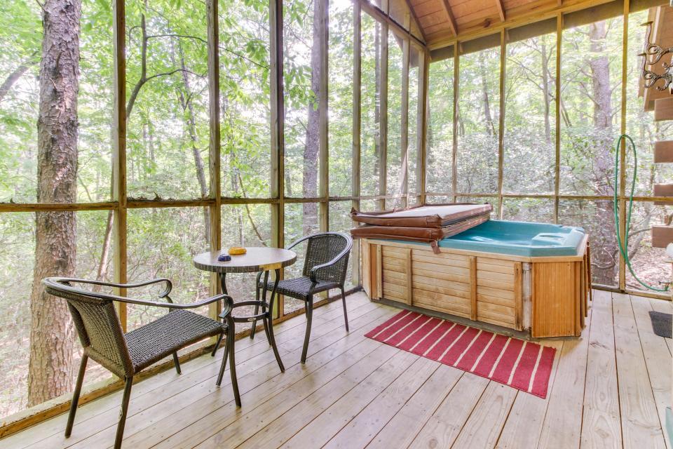 Hidden Wolf Cabin - Sautee Nacoochee Vacation Rental