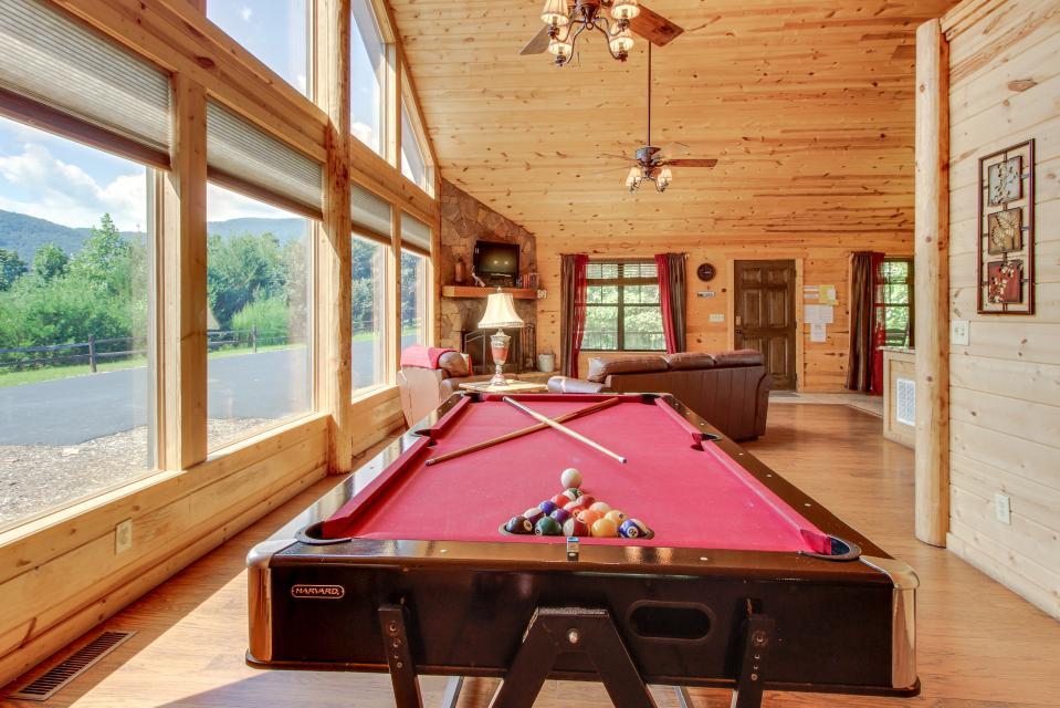 Rustic Charm Cabin - Sautee Nacoochee Vacation Rental