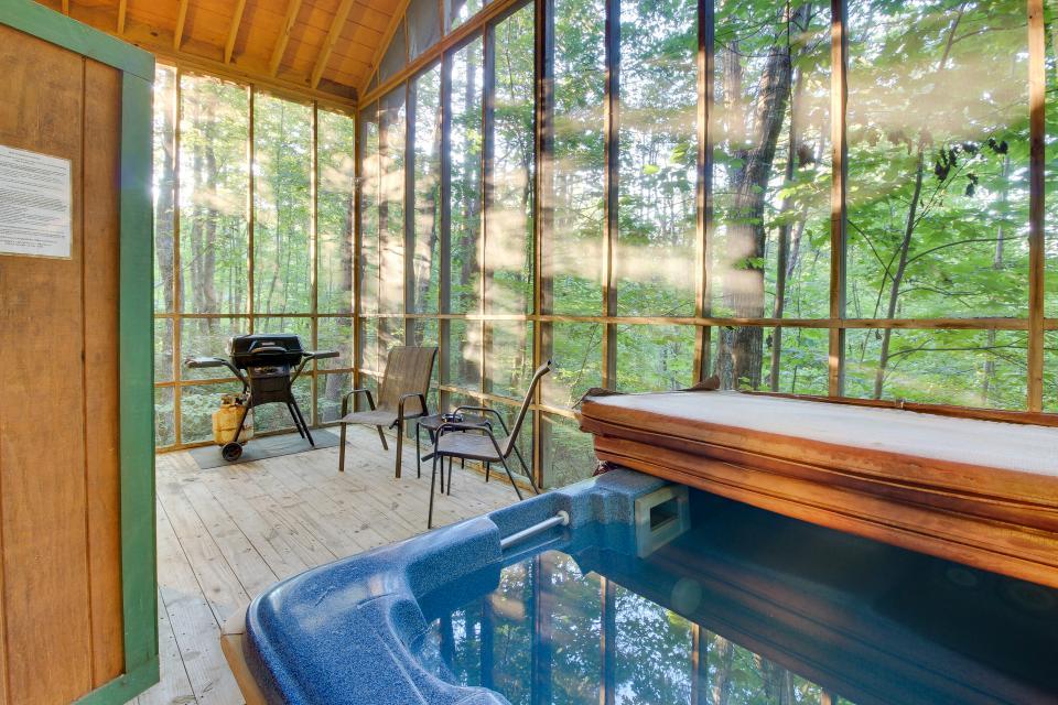 Victorian Secret Cabin - Sautee Nacoochee Vacation Rental