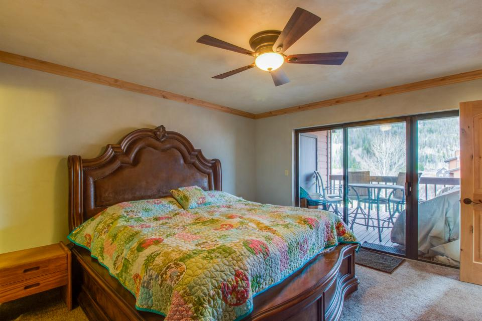 Mountain Side 2-Bedroom with Loft | 2 BD Vacation Rental in Frisco ...