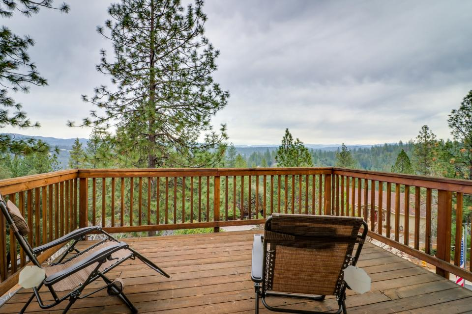 The Mountain House - Groveland Vacation Rental - Photo 3