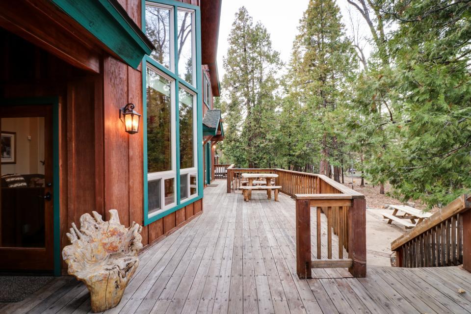 Rocky Pines Lodge - Shaver Lake Vacation Rental - Photo 6